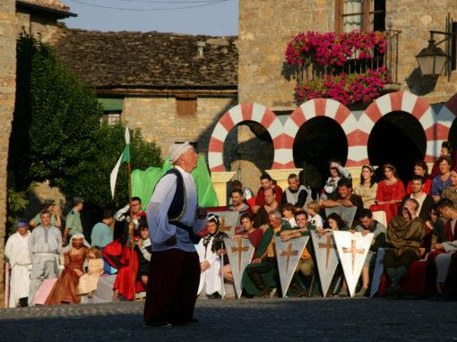 Recortes de Prensa: Heraldo - Unas 450 personas participan en la centenaria recreación de La Morisma de Aínsa